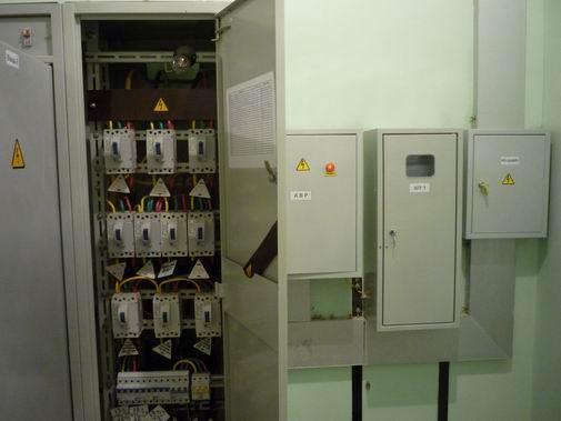 Электрощитовая. Распределительная панель, панель АВР, шкаф учёта электроэнергии.