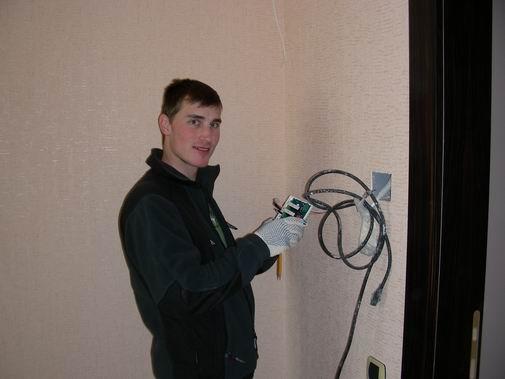 Когда вы собираетесь делать ремонт в своей квартире, не забудьте поменять электропроводку.  Зачем.