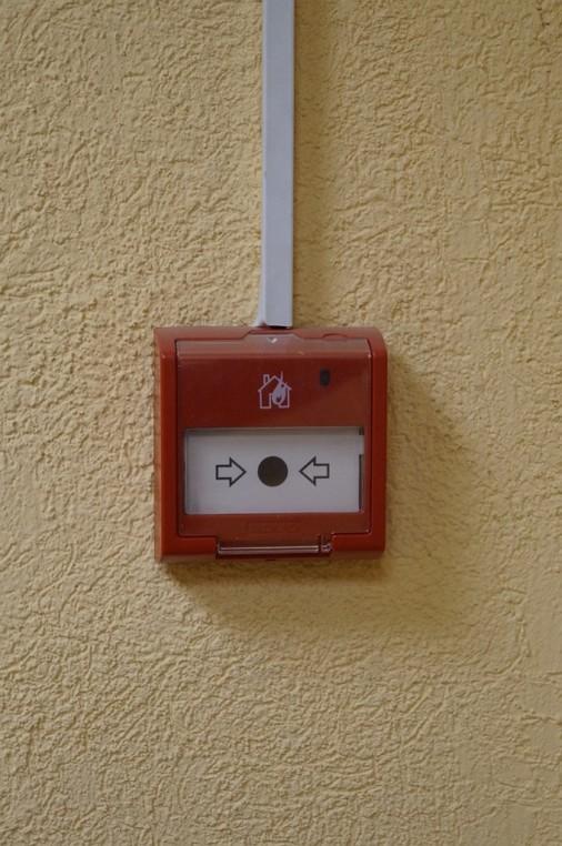 монтаж ручного пожарного извещателя фирмы Болид