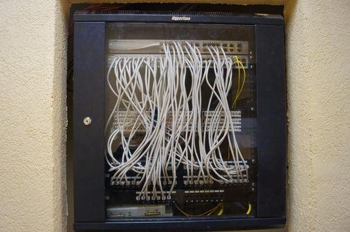телекоммуникационный шкаф Hyperline в сборе