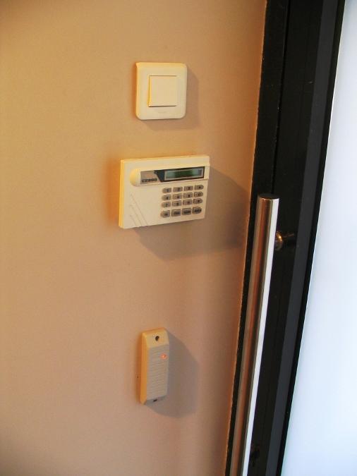 монтаж пульта контроля и управления охранно-пожарного С2000