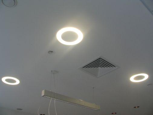 монтаж встраиваемых компактных люминесцентных светильников